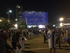 Foto: Feier vor dem Rathaus